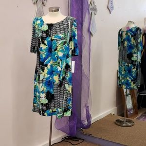 Robbie Bee Straight  Floral  Dress